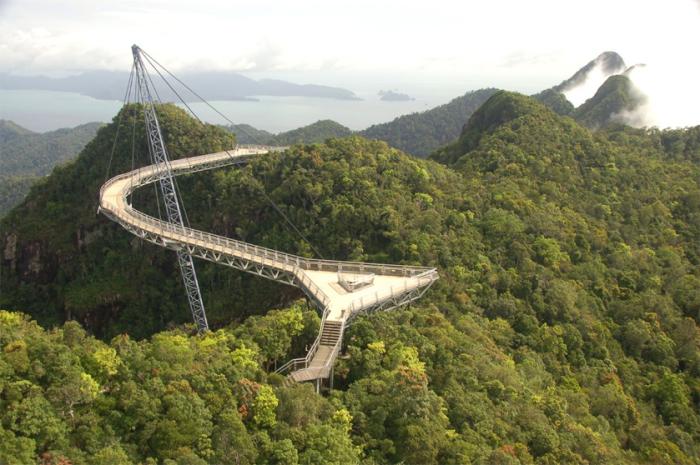 Пешеходный мост, имеющий только одну опору.