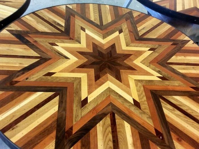 Шикарная столешница из деревянных досок.