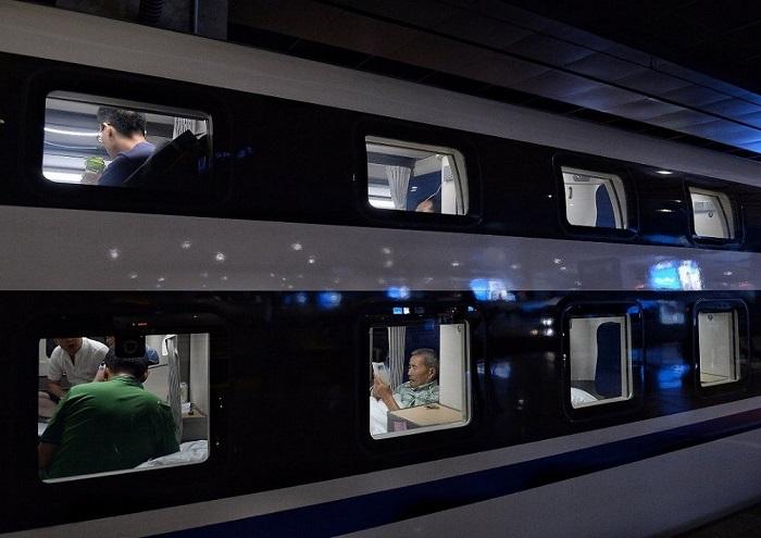 Поезд, следующий по маршруту «Пекин-Шанхай», перед отправлением.