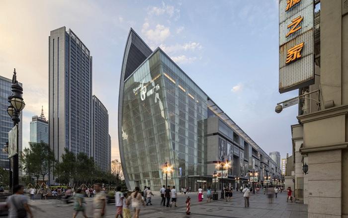Фасад здания состоит из 10000 стеклянных панелей.