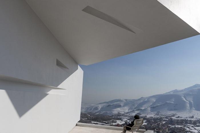 Three views / A House. Панорамный вид из окна.