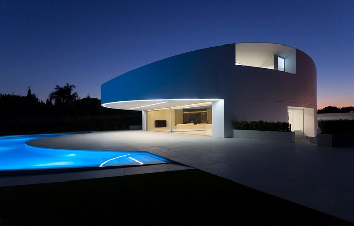 Минималистичный особняк в Валенсии (Испания).