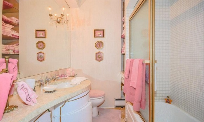Ванная комната в розовых тонах.