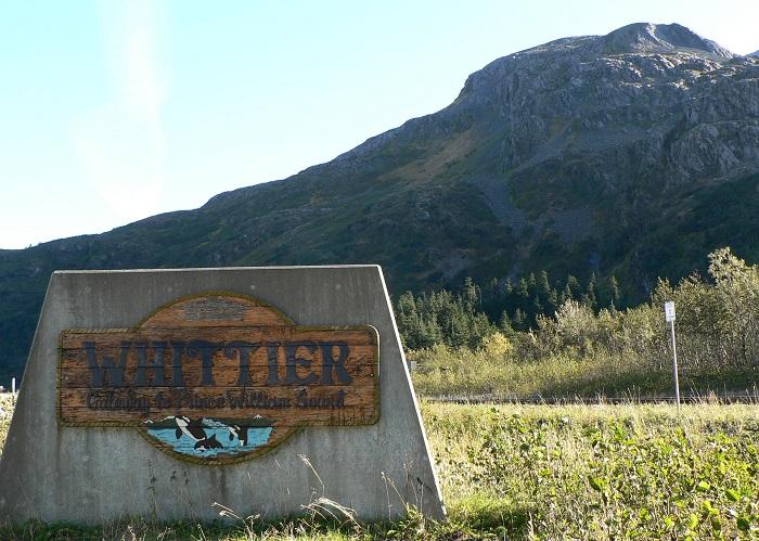 Уиттиер - город на Аляске.