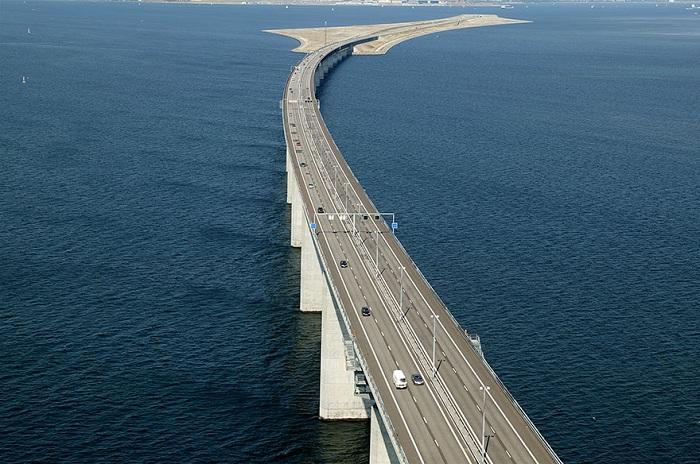 Проект моста-тоннеля, разработанный датским архитектором George K. S. Rothe.