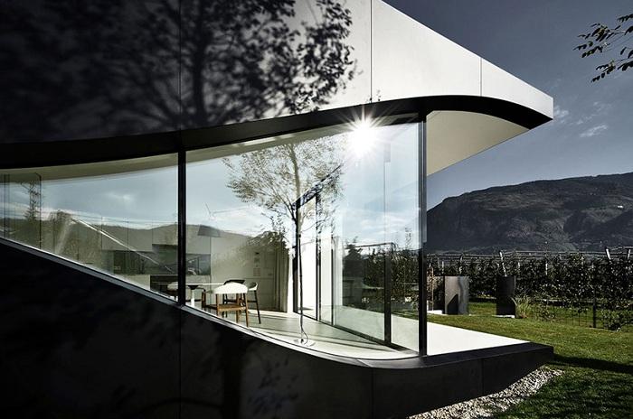«Зеркальный» дом в Альпах.