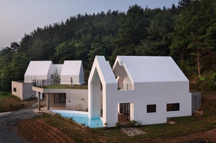 Baomaru House - дом, частично встроенный в холм.