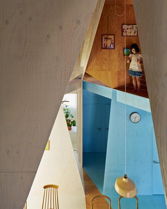 Дом с комнатами, из которых видно все, что происходит у других.