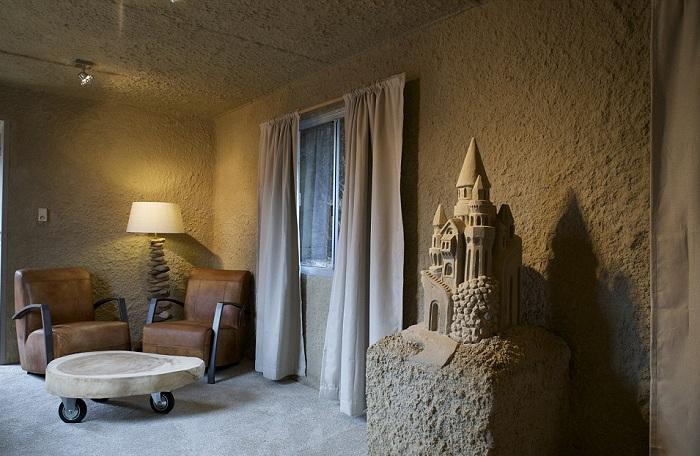 Отель с песочным интерьером.