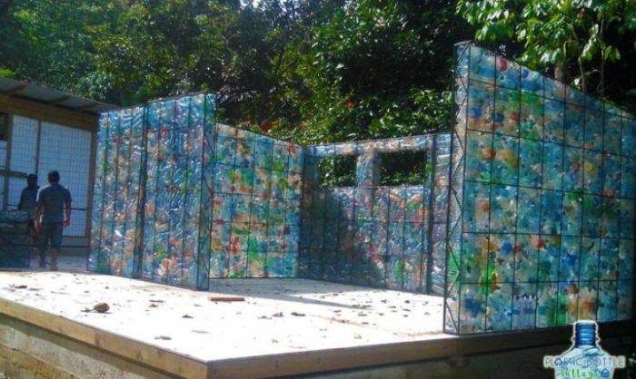 Plastic Bottle Village – самая экологичная деревня в мире.