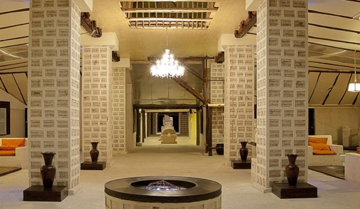 Паласио-де-Саль - отель, построенный из соли.
