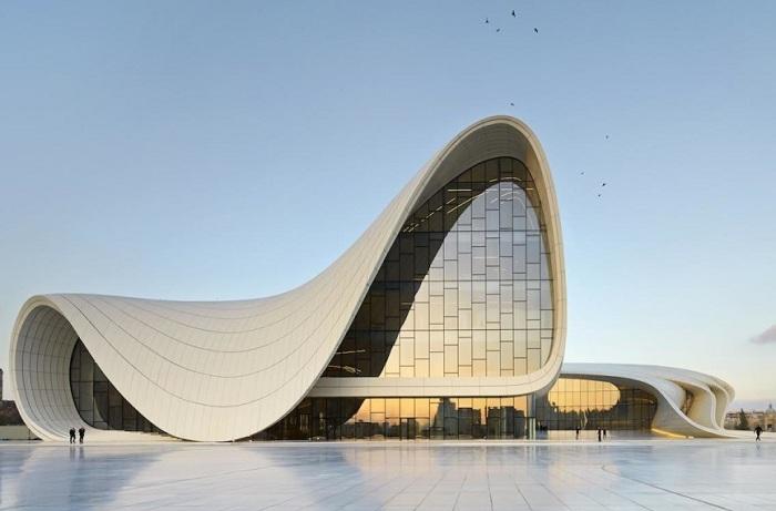 Культурный центр им. Гейдара Алиева в Баку.