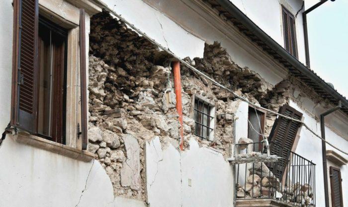 Землетрясение - стихия, с которой практически невозможно справиться.