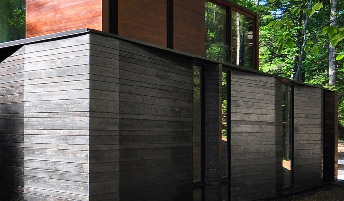 Текстурированный фасад, обшитый кедровыми досками.