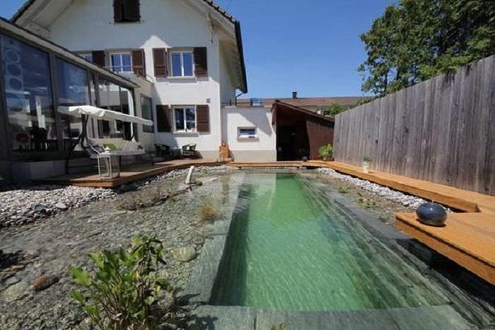 Самодельный бассейн-пруд.