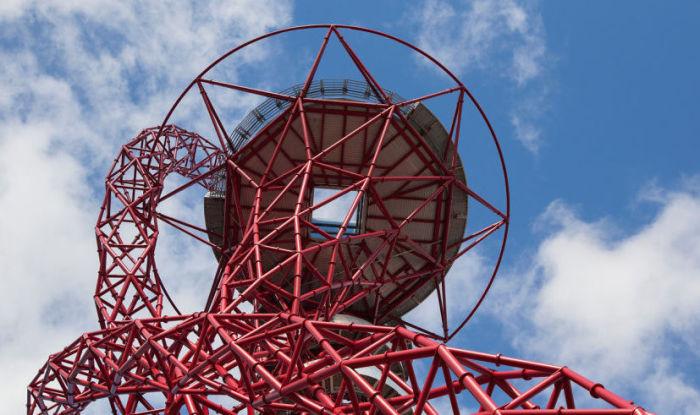 Архитектурная студия Bblur Architects построит горку вокруг башни ArcelorMittal Orbit.