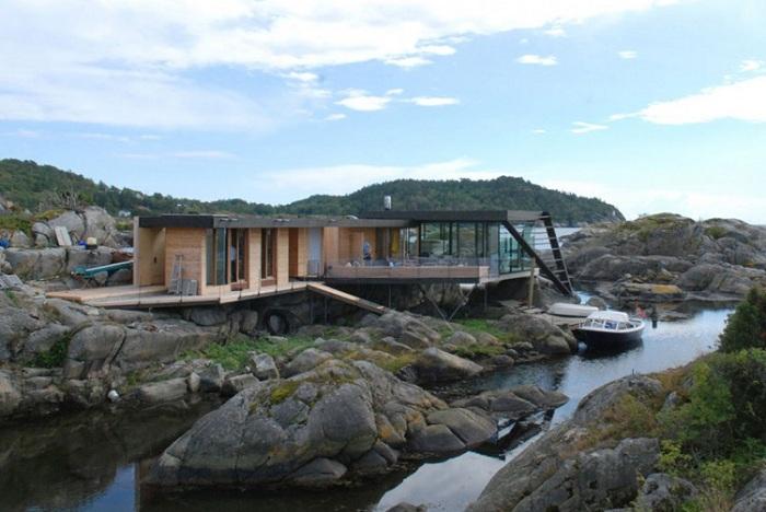 Загородный дом, к которому добраться можно только на лодке.