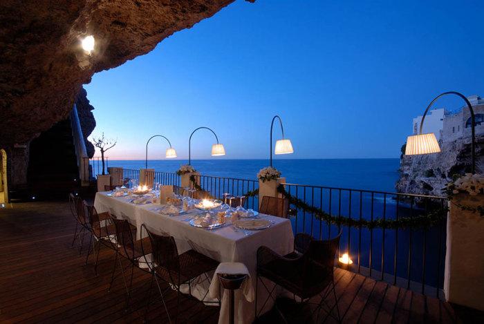 Ресторан в итальянском городке Полиньяно-а-Маре.