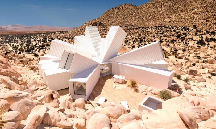 Частный дом из контейнеров в калифорнийской пустыне.