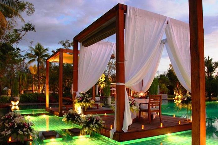 Отель Sarojin Resort с оригинальными бассейнами.