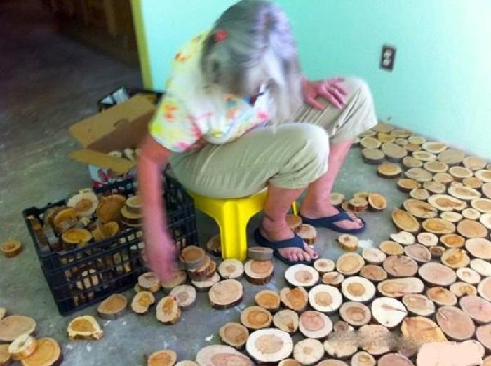 Пол из деревянных колец.