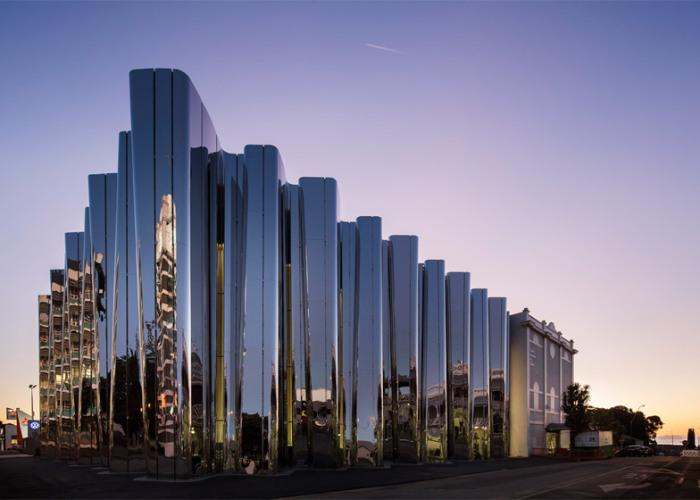 Len Lye Museum - музей с волнистым фасадом.