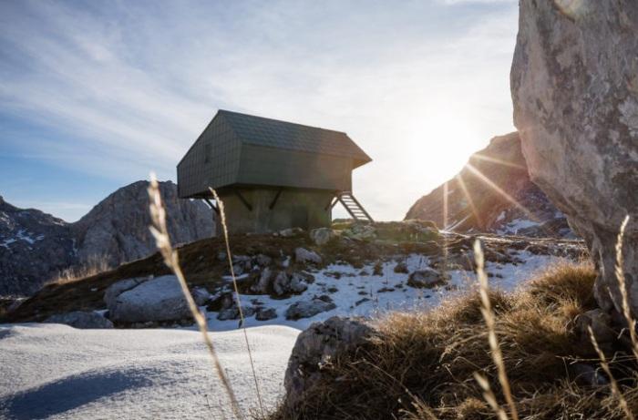 Bivak na Prehodavcih - хижина в Национальном парке Триглав (Словения).