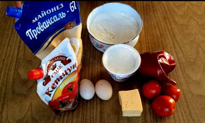 Ингредиенты, необходимые для пиццы на сковороде.
