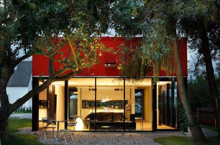 House V. Первый этаж дома максимально открывает вид на окружающий ландшафт.