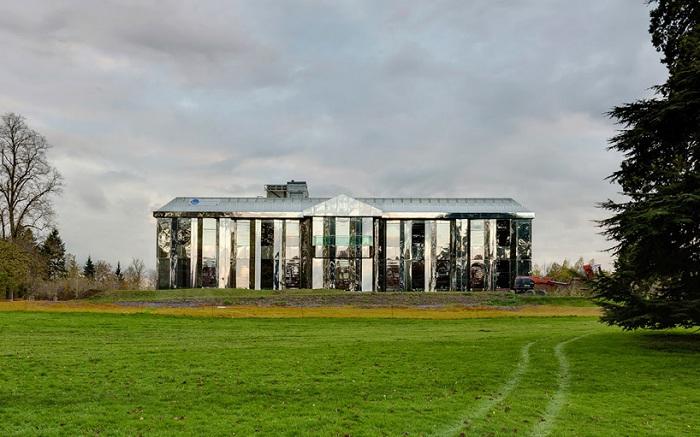 «Le Chateau de Rentilly» - галерея современного искусства.