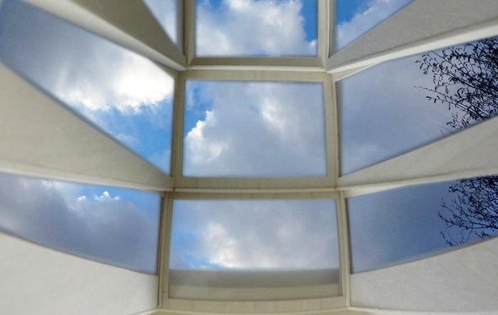 More Sky - окно в стене, через которое можно увидеть небосвод.