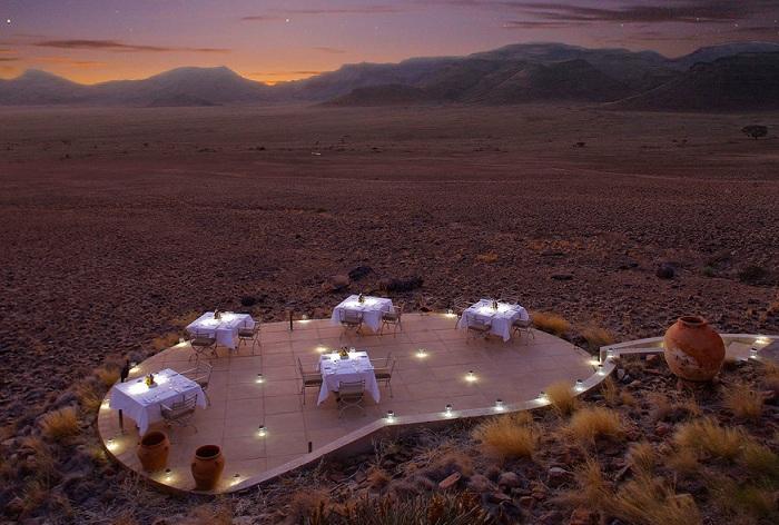 Sossusvlei Desert Lodge - спасительный оазис посреди пустыни.