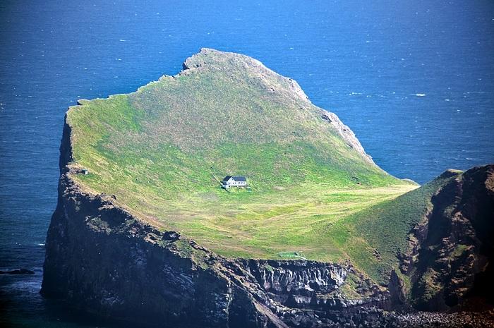 Вулканический остров Эллида - прекрасное убежище от зомби и от суеты.