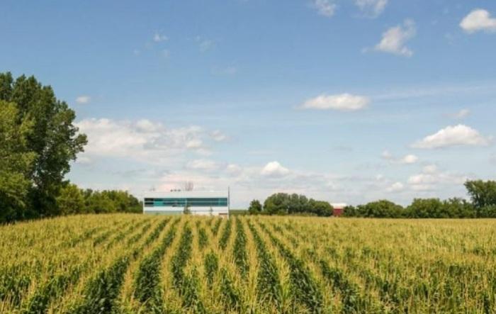 Prairie House - дом посреди сельского ландшафта.
