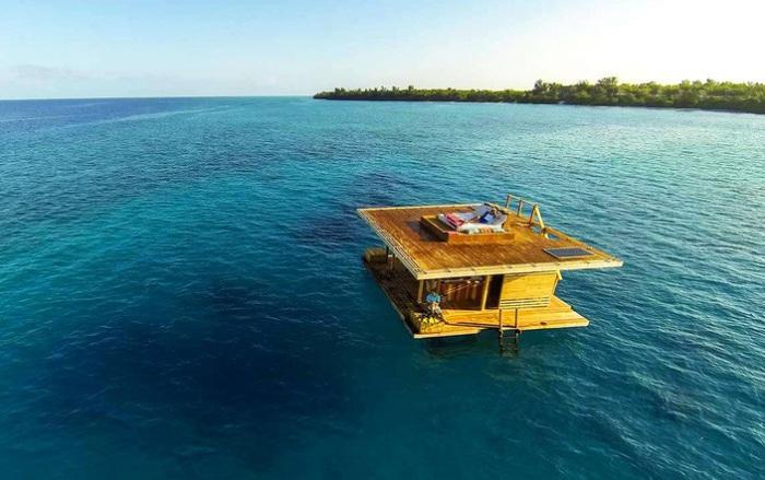 Manta Resort - плавучий отель у берегов Танзании.