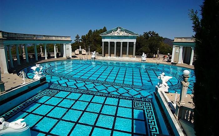 Бассейн Neptune Pool, расположенный в замке Hearst Castle.