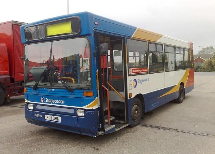 Этот автобус 23 года возил пассажиров по Великобритании, прежде чем его кардинально перестроили. | Фото: gentside.com.