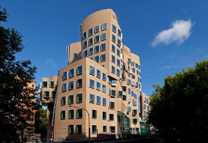 Здание с волнообразным фасадом.