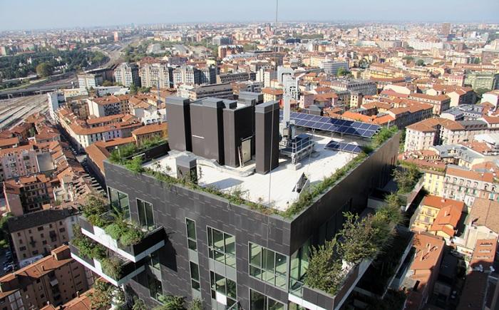 На крыше «Bosco Verticale» установлены фотоэлектрические панели.