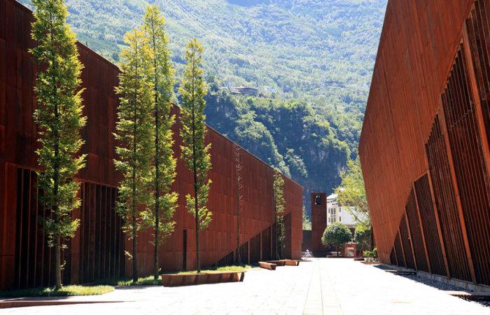 Стены музея напоминают земную кору.