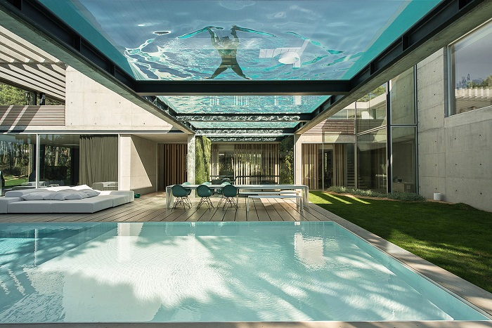 Wall House - дом с потрясающим бассейном.