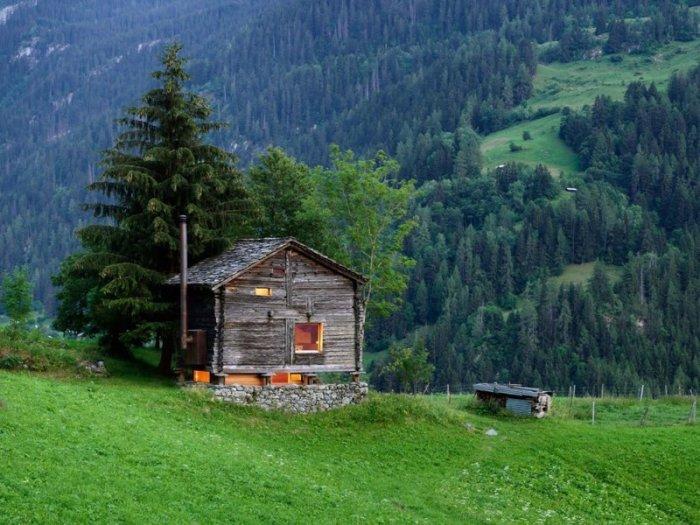 Sarreyer - хижина в Швейцарских Альпах.