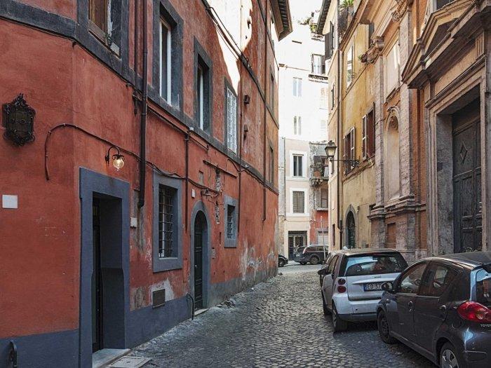 Типичная улица Рима. | Фото: lifeedited.com.