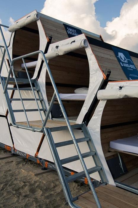 Спальные места выполнены в виде шестиугольных модулей.
