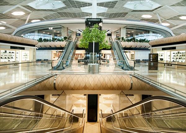 Международный аэропорт имени Гейдара Алиева.