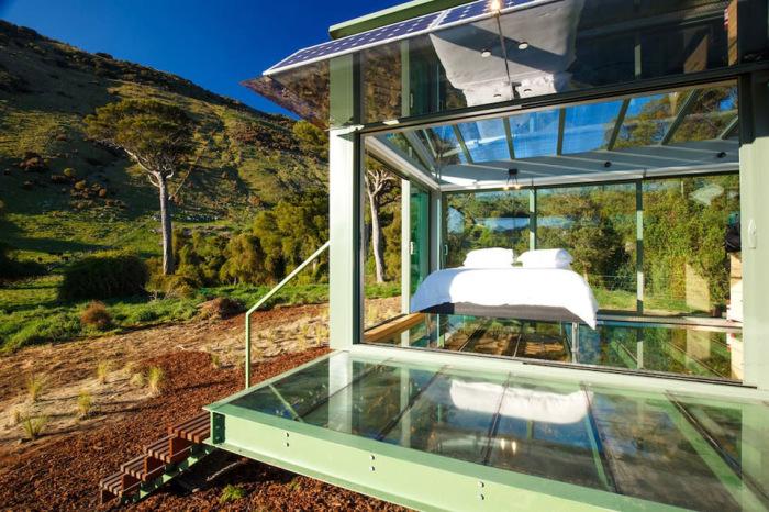 Стеклянный дом для загородного отдыха.