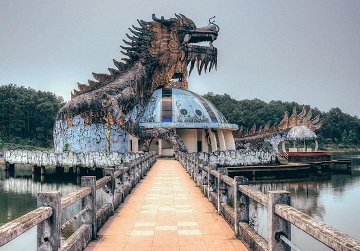 Заброшенный аквапарк во Вьетнаме.