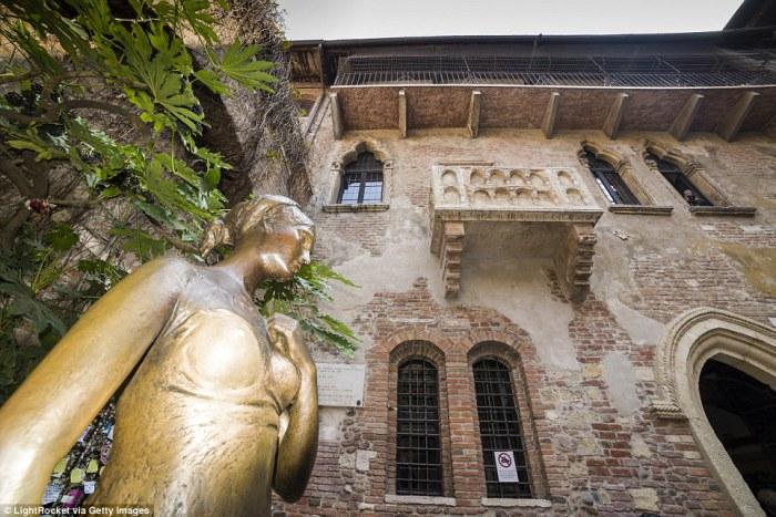 Статуя Джульетты в Вероне.