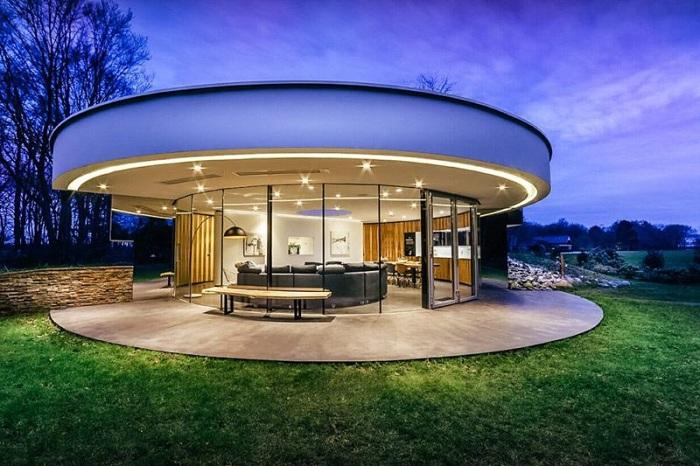 Villa 360 - дом со стеклянными стенами.