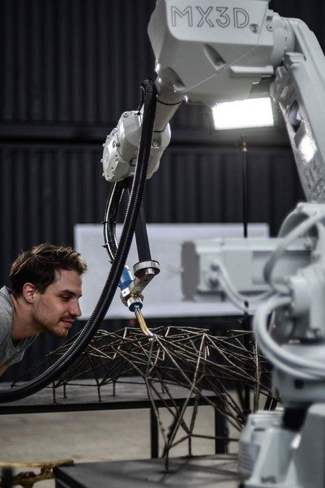 Роботизированный 3D-принтер.